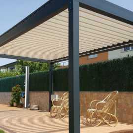 Pergola bioclimatique autoportée Collioure sur mesure en aluminium Cros - tcva.fr